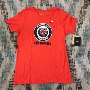 NWT- Nike Detroit Tigers short sleeve T-shirt